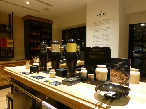 Maille s first international exclusive boutique is open in for A la maison international